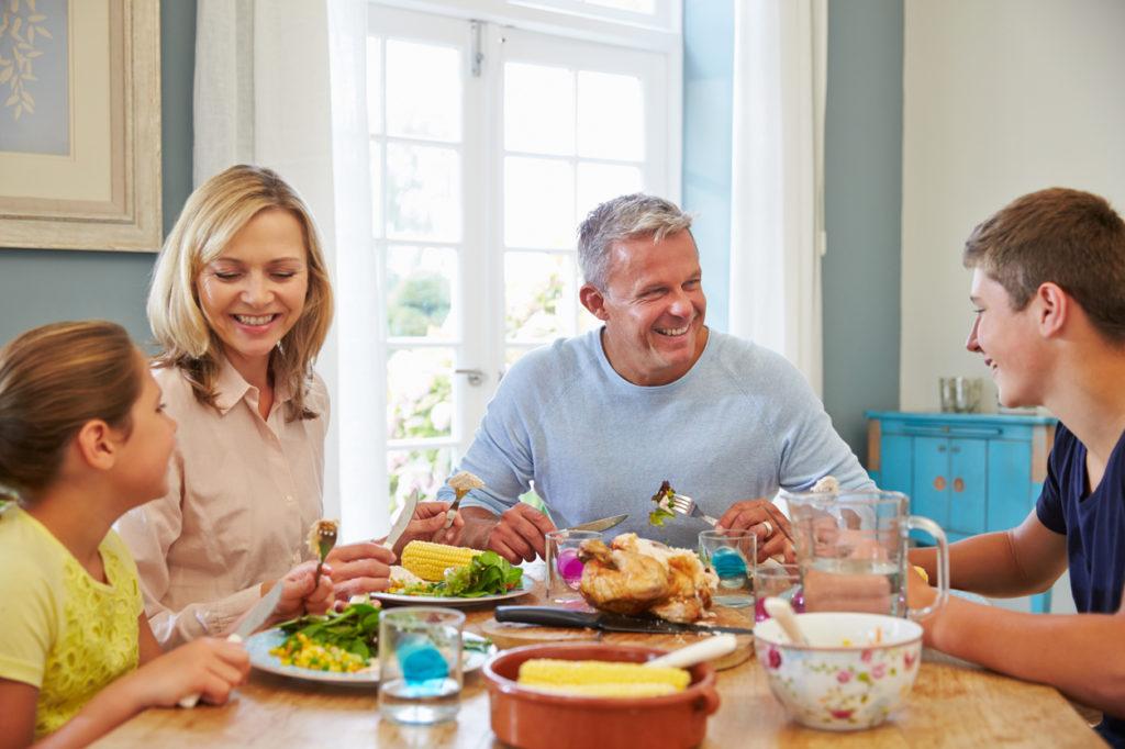 3 Top Reasons To Make Time For Family Dinner | Chip's Family Restaurant