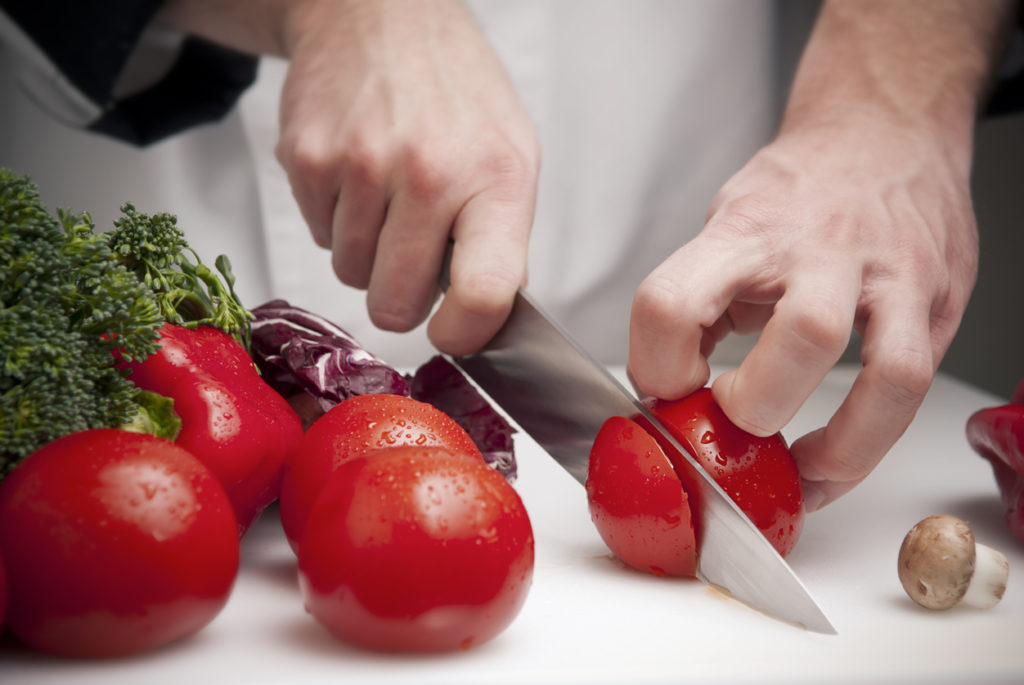 3 Signs It's Time For New Kitchen Knives | Chip's Family Restaurant